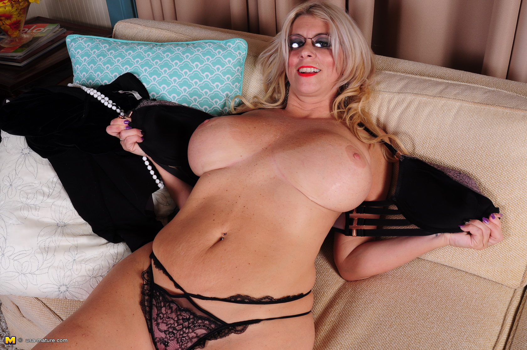 Fat milf playing with herself
