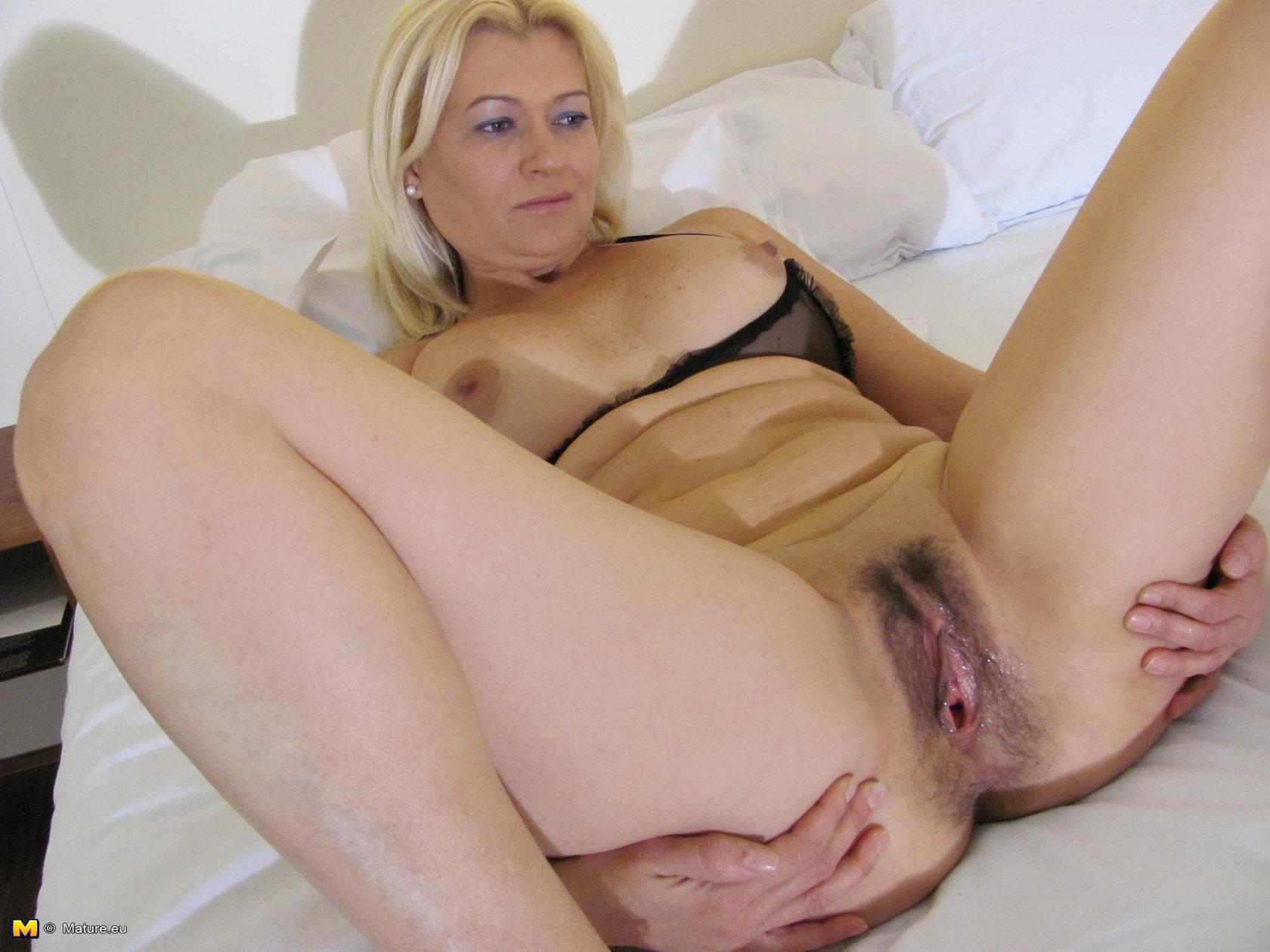 porno-foto-seksa-blondinok-s-volosatimi-kiskami