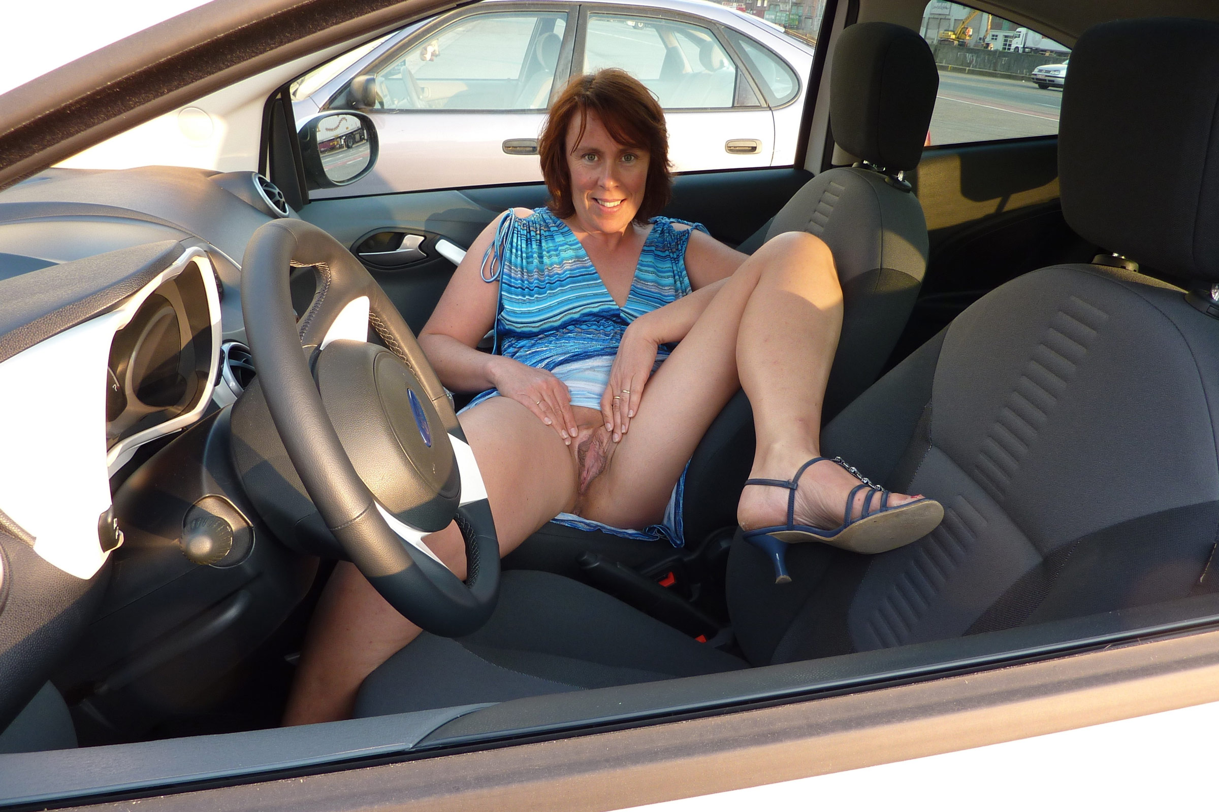 mom nude in car